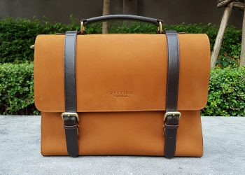 Zettino Messenger Bag